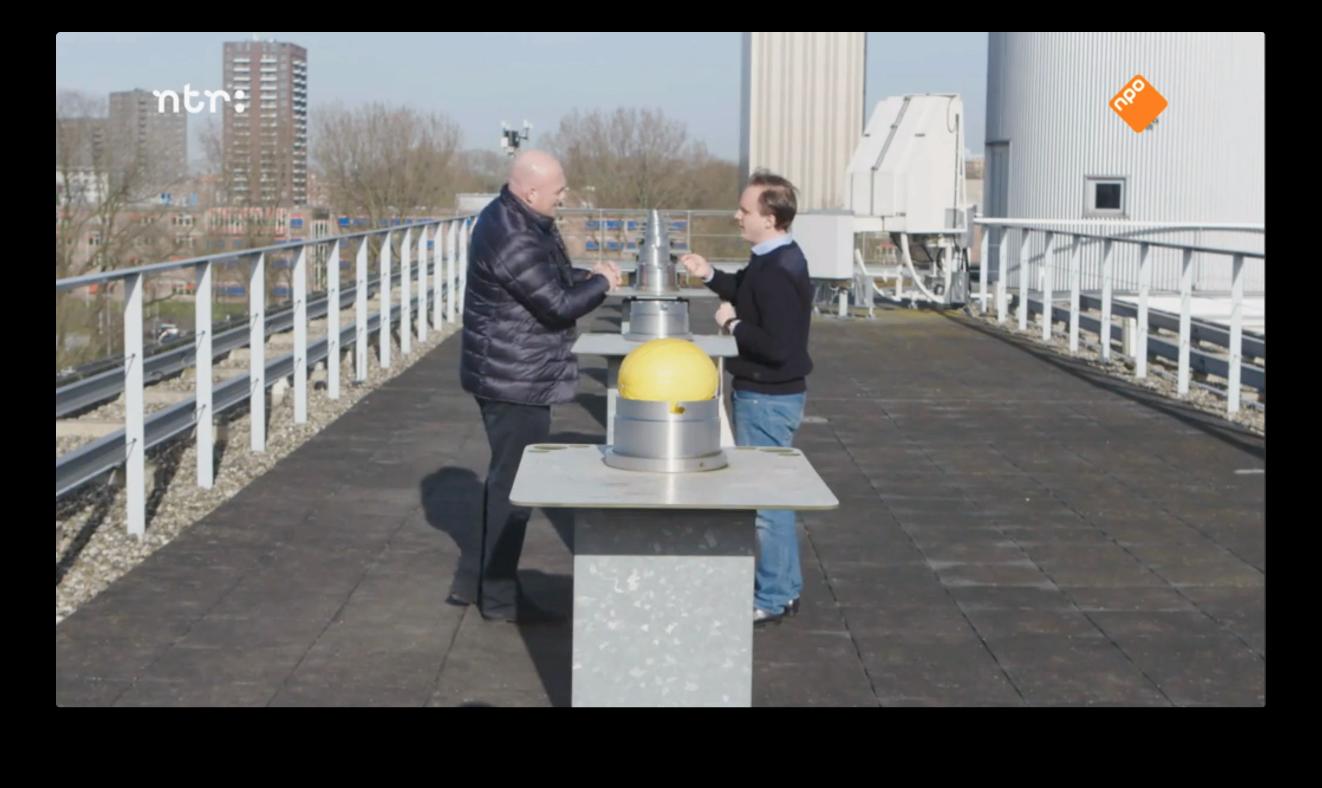 Lucas en André Kuipers bouwen het zonnestelsel na voor de NTR-documentaire 'Kuipers zoekt contact' 20 april 2017